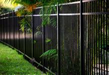 Quelle clôture pour se protéger du vis-à-vis sans s'enfermer avec un mur ?